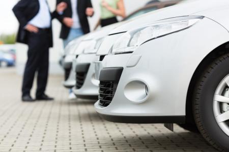 Autodealer of particulier: de beste optie om gebruikte auto's te kopen?